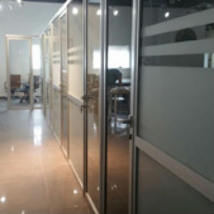רצפה תקרה זכוכית 1 - מחיצות אופן ספייס