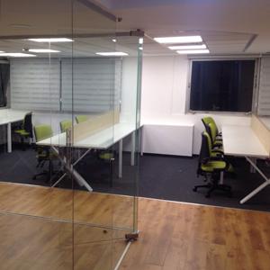 1295 767df98c8f34afecd4695a6f16b673d4 copy - שולחנות משרדיים שולחן משרדי