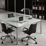 שולחן ישיבות זכוכית  דגם FLY 150x150 - ריהוט משרדי