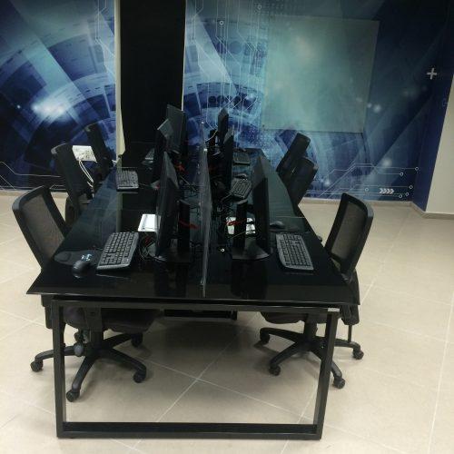 עמדת סייבר 500x500 - שולחנות משרדיים שולחן משרדי